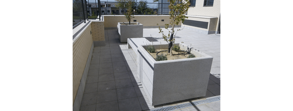 terrapilar con losas de hormign en diferentes colores y texturas jardineras de hormign mobiliario urbano alcorquesu