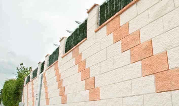 Pared de bloque de hormigón decorativo