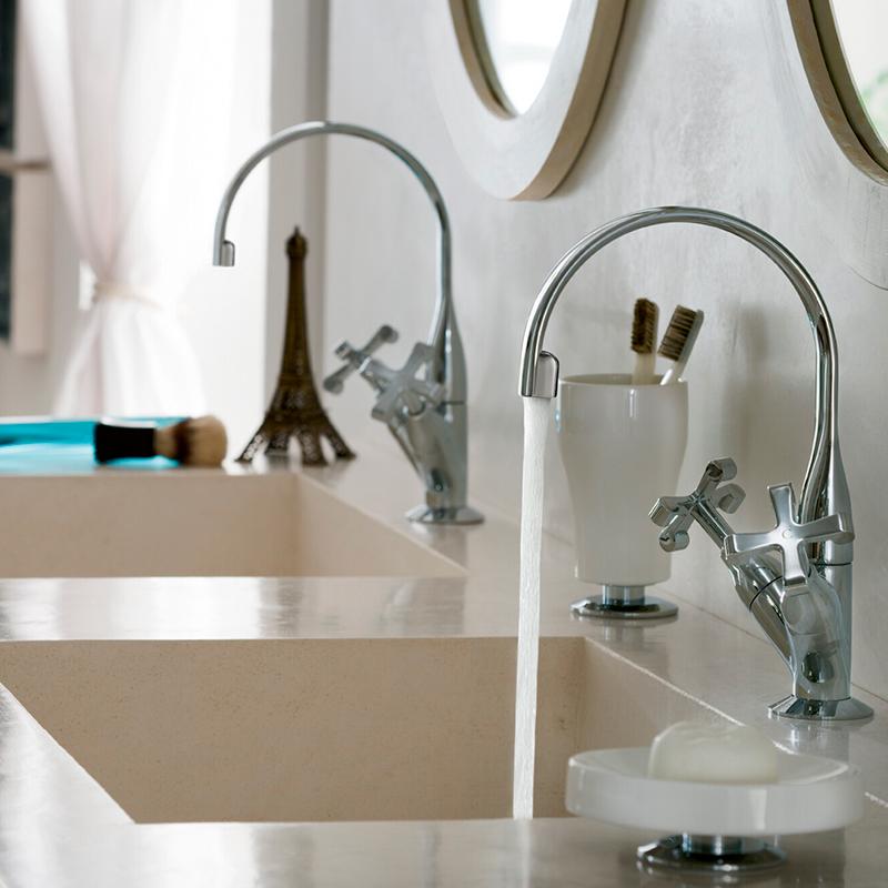 Grifería de diseño marca Nobili lavabo modelo Carlos Primero