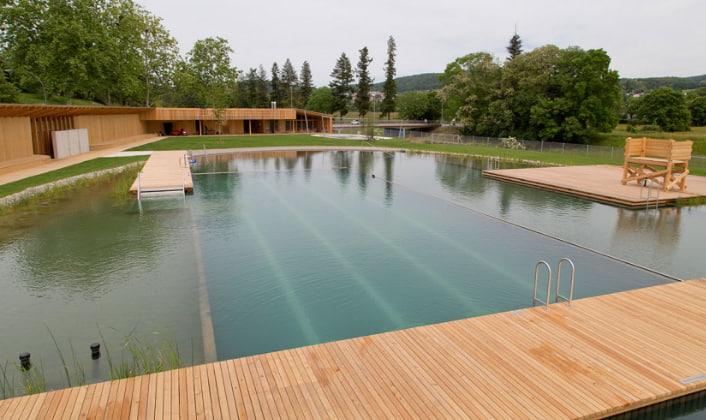FOTO_18_ HELENA SCHNEIDER_La piscina-lago de Herzog & De Meuron