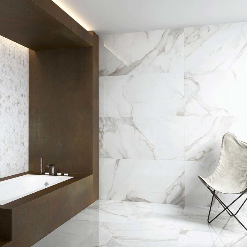 Azulejos porcelánicos o creados en pasta roja o blanca que imitan el acabado de la piedra y el mármol, aportando un toque disntintivo a tus diseño final.