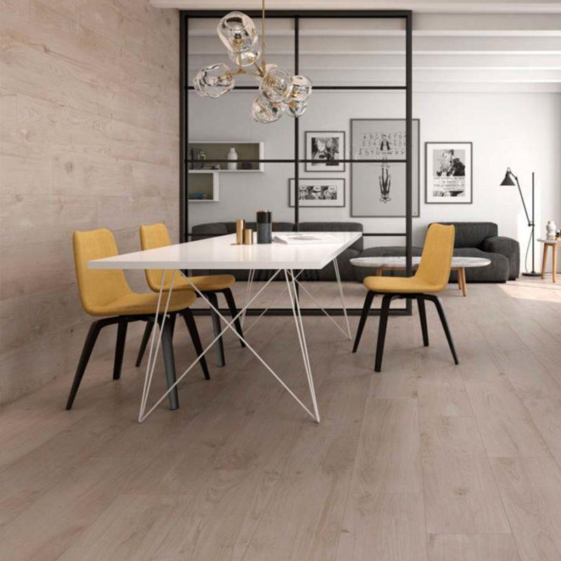 Azulejos con acabado en madera que aportan calidez y un toque natural al acabado y al diseño final