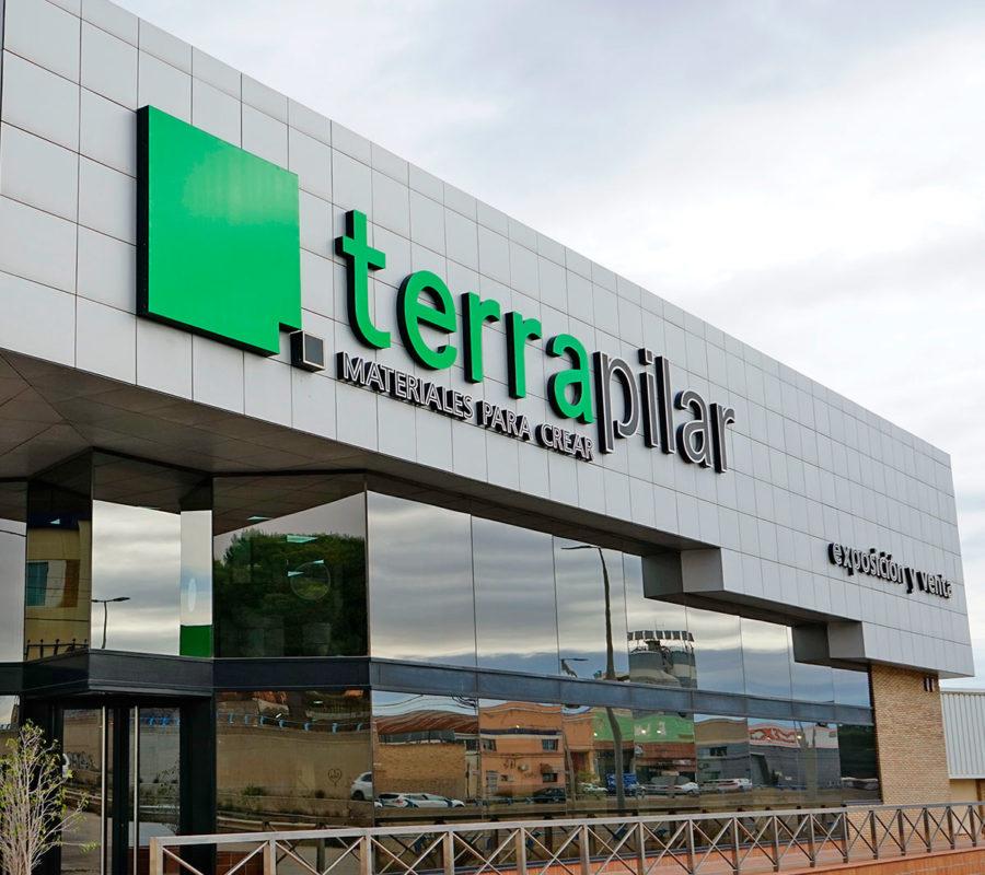Facvhada de la tienda de Terrapilar en Murcia