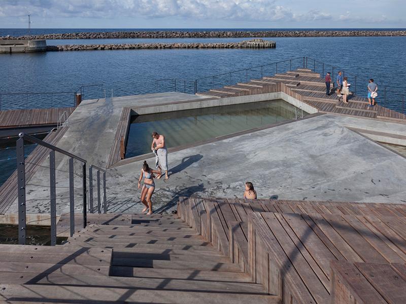 arlos Ferraté - Los espacios portuarios, históricamente han supuesto grandes focos de actividad económica e industrial con un intenso funcionamiento